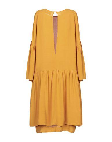 Фото 2 - Женское короткое платье JUST FEMALE цвет охра