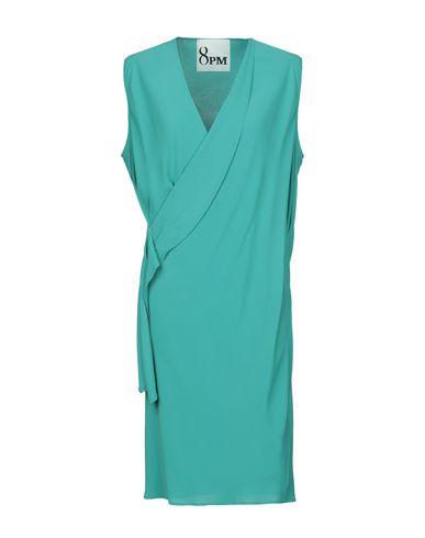 Фото - Платье до колена зеленого цвета