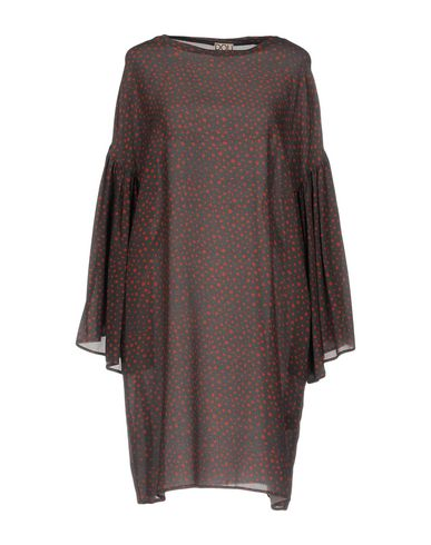 Фото - Женское короткое платье DOUUOD темно-коричневого цвета