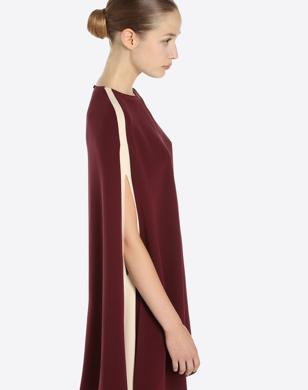Cape-Kleid aus Light Cady