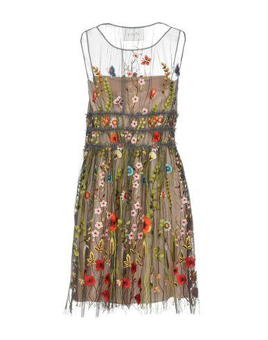 Фото 2 - Женское короткое платье  свинцово-серого цвета