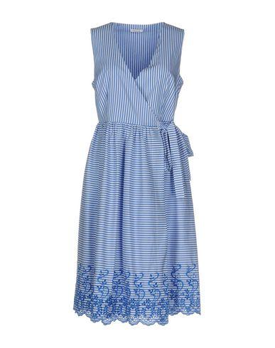 Фото - Платье до колена от P.A.R.O.S.H. лазурного цвета