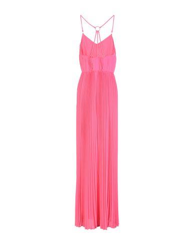 Фото 2 - Женское длинное платье  цвета фуксия