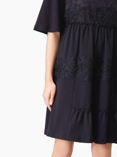 Robe t-shirt à empiècements en dentelle