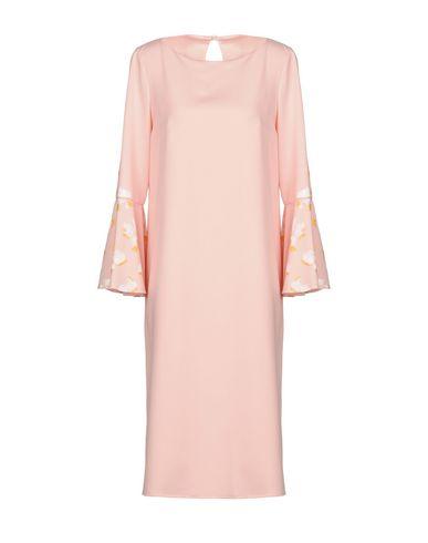 Фото - Платье до колена от MUTADESIGN by ODILE ORSI светло-розового цвета