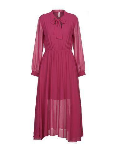 Купить Платье длиной 3/4 от SOUVENIR цвета фуксия