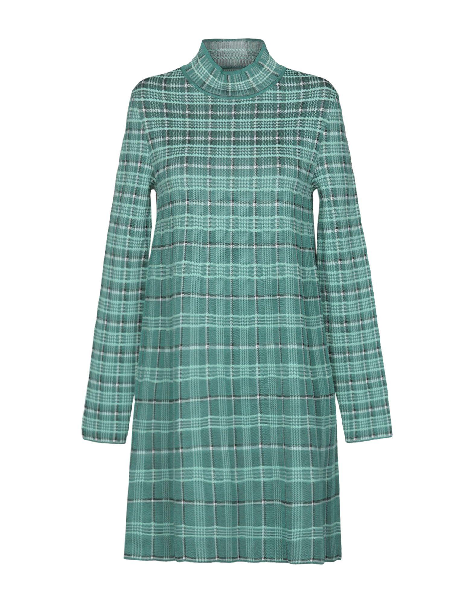 Короткое платье  - Зеленый цвет