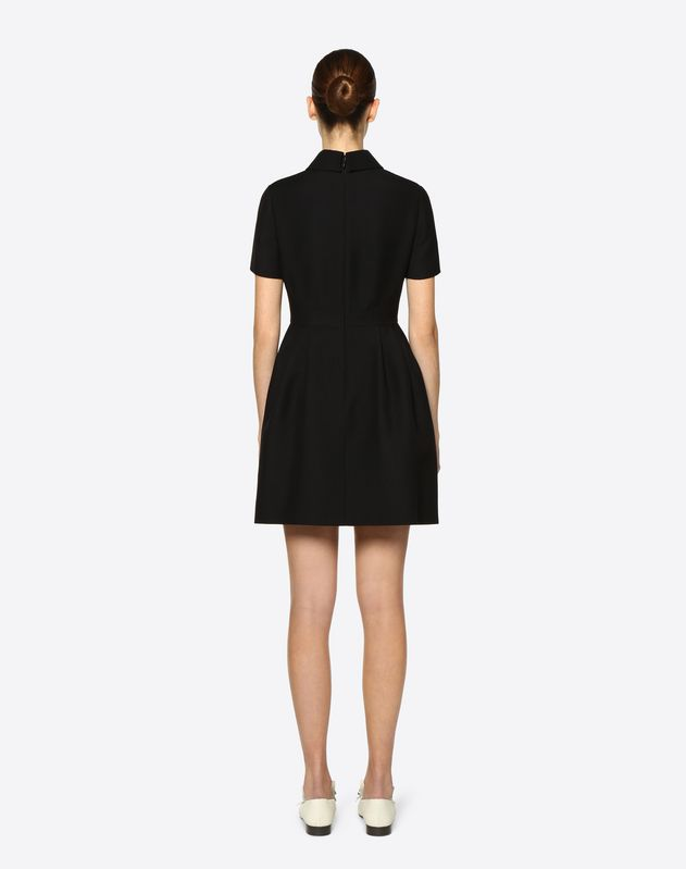 Kleid aus Crêpe Couture mit goldfarbenen V-Details