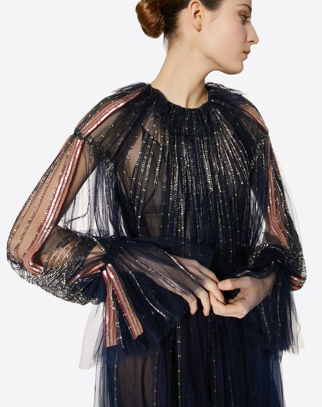 刺绣薄纱连衣裙