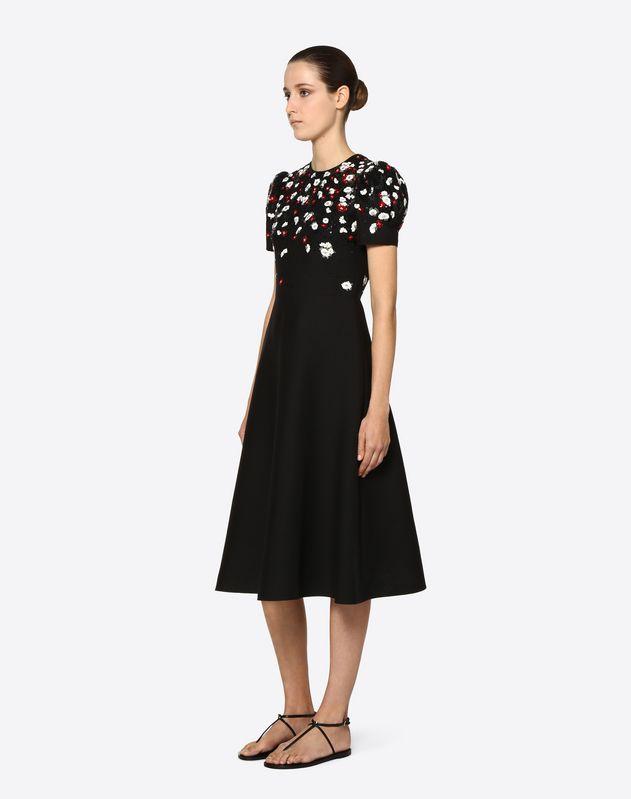 Kleid aus Crêpe Couture mit Stickerei