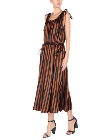 Фото 2 - Платье длиной 3/4 коричневого цвета