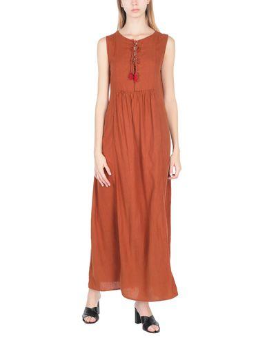 Фото 2 - Женское длинное платье SWILDENS ржаво-коричневого цвета