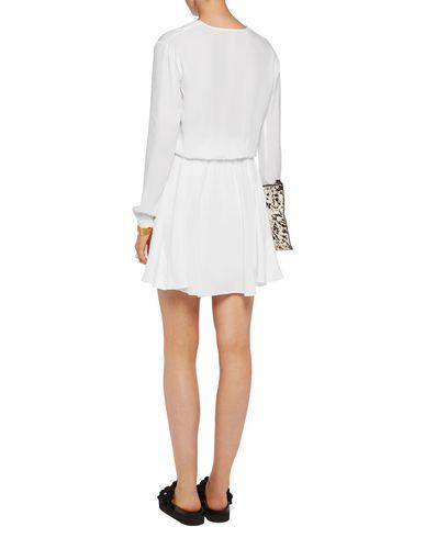 Фото 2 - Женское короткое платье A.L.C. белого цвета