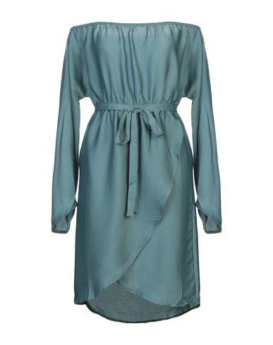 Фото - Женское короткое платье NA-KD изумрудно-зеленого цвета