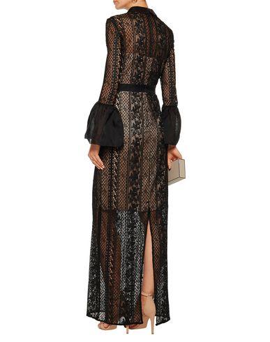 Фото 2 - Женское длинное платье MIKAEL AGHAL черного цвета
