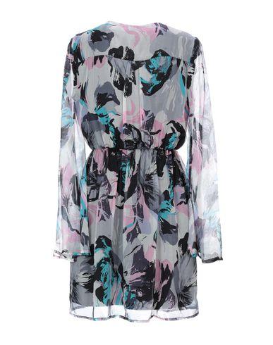 Фото 2 - Женское короткое платье KORALLINE светло-серого цвета