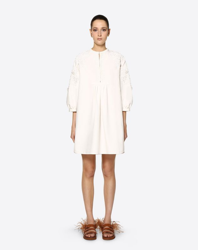 Kleid aus Cotton Cady mit Makramee und Stickerei