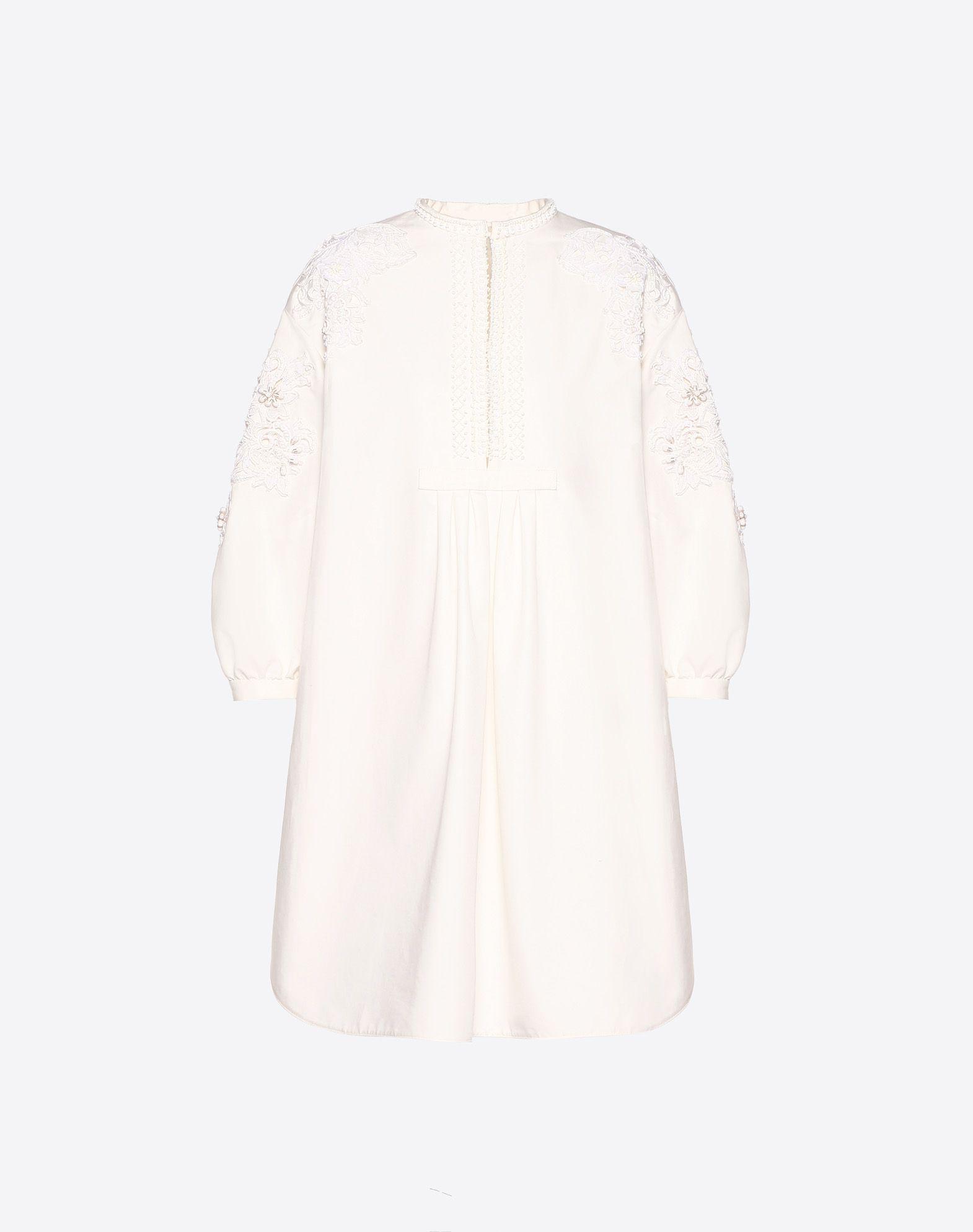 Vestido bordado de Cotton Cady y macramé