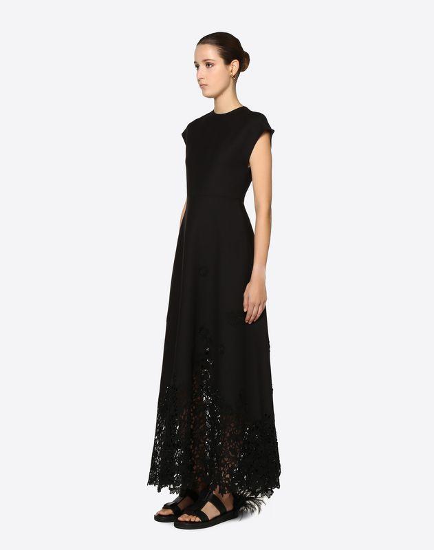 Kleid aus Crêpe Couture mit Makramee-Intarsie