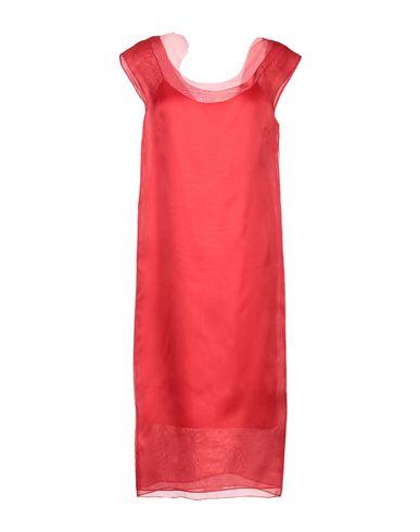 Фото - Платье до колена красного цвета