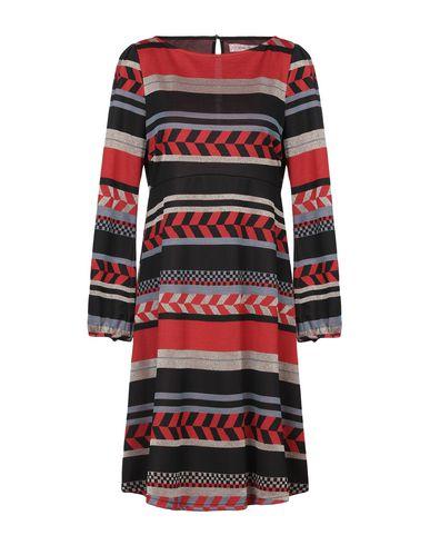 Фото - Женское короткое платье  кирпично-красного цвета