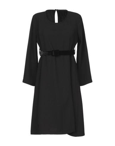 Фото - Женское короткое платье MOTEL черного цвета