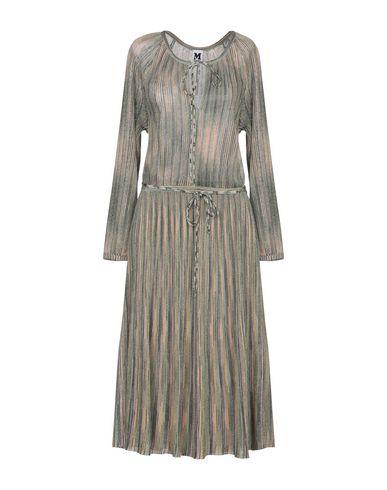 Фото - Платье длиной 3/4 зеленого цвета