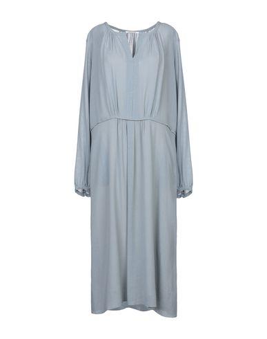 Фото - Платье длиной 3/4 от POMANDÈRE небесно-голубого цвета