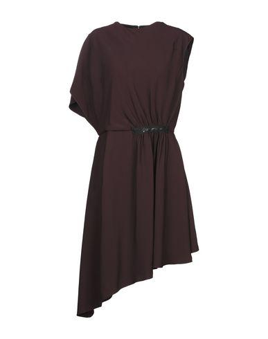 Фото - Платье до колена красно-коричневого цвета