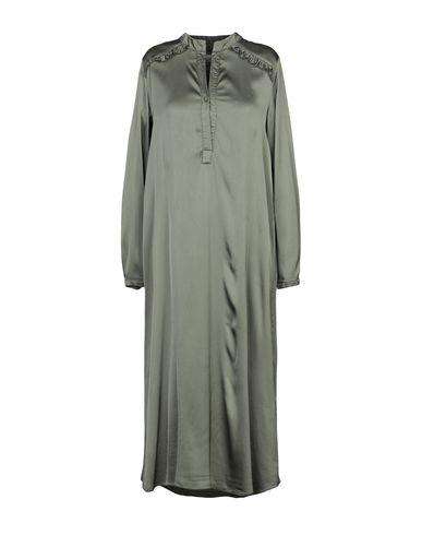 Фото - Платье длиной 3/4 от PINK MEMORIES цвет зеленый-милитари