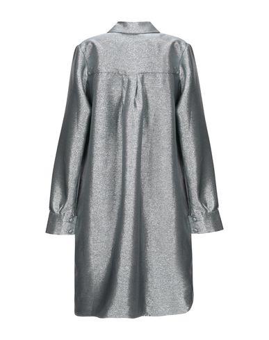 Фото 2 - Женское короткое платье FLORENCE BRIDGE серебристого цвета