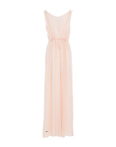 Фото 2 - Женское длинное платье  светло-розового цвета
