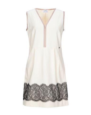 Фото - Женское короткое платье LFDL бежевого цвета