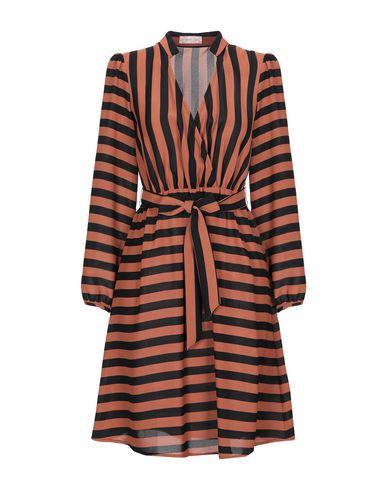 Фото - Женское короткое платье  коричневого цвета
