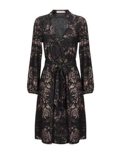Фото - Женское короткое платье  бронзового цвета
