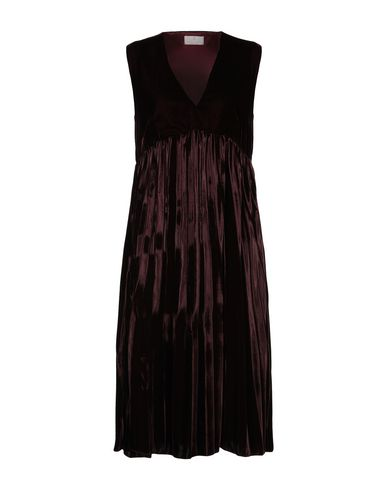 Фото - Платье длиной 3/4 красно-коричневого цвета