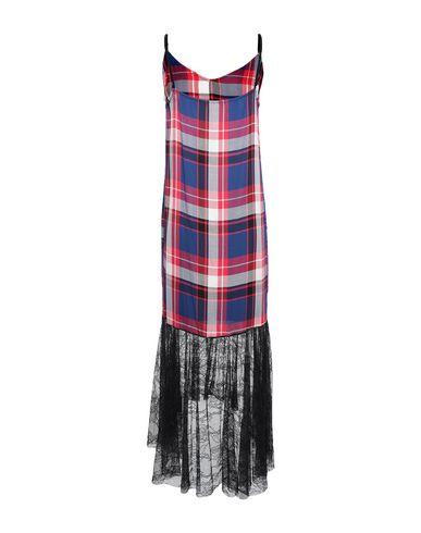Фото 2 - Женское длинное платье SHIKI красного цвета