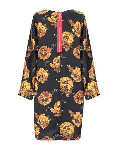 Фото 2 - Женское короткое платье MARIUCCIA черного цвета