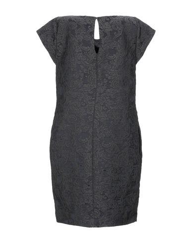 Фото 2 - Женское короткое платье BRIAN DALES черного цвета