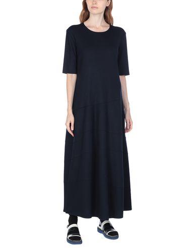 Фото 2 - Женское длинное платье  темно-синего цвета