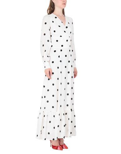 Фото 2 - Женское длинное платье  белого цвета