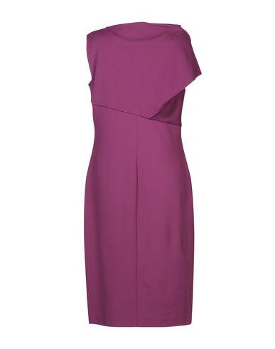 Фото 2 - Платье до колена фиолетового цвета
