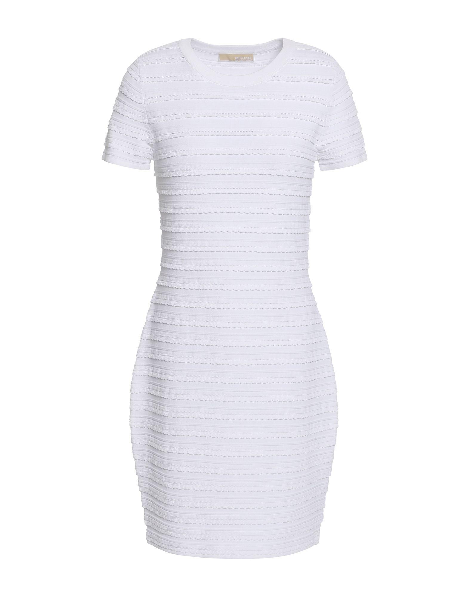 Короткое платье  - Белый цвет