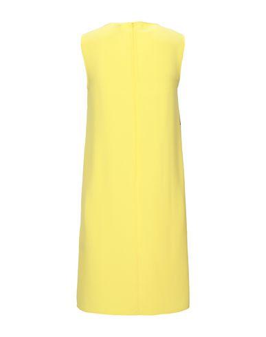 Фото 2 - Женское короткое платье  желтого цвета