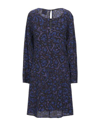 Фото 2 - Женское короткое платье  темно-фиолетового цвета