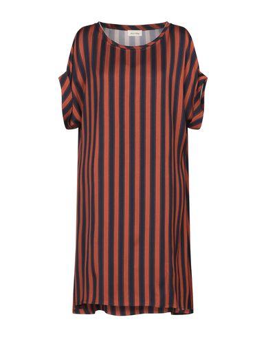 Фото - Женское короткое платье  ржаво-коричневого цвета