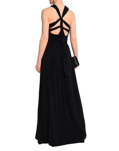 Фото 2 - Женское длинное платье  черного цвета