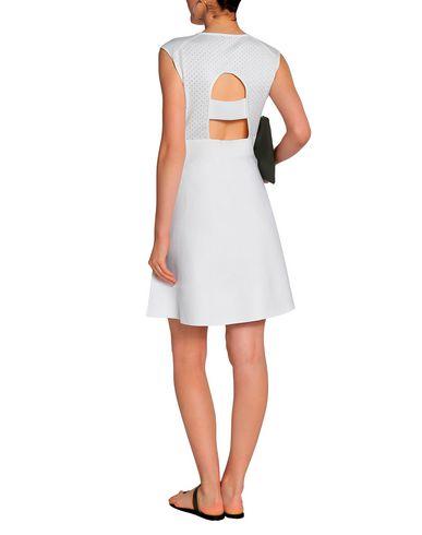 Фото 2 - Женское короткое платье HOUSE OF DAGMAR белого цвета