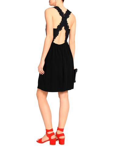 Фото 2 - Платье до колена от CLAUDIE PIERLOT черного цвета