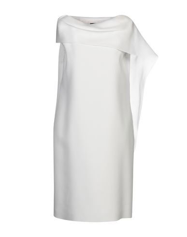 Фото - Платье до колена от BOTONDI MILANO светло-серого цвета
